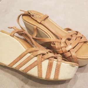 Lucky Brand platformed sandals!